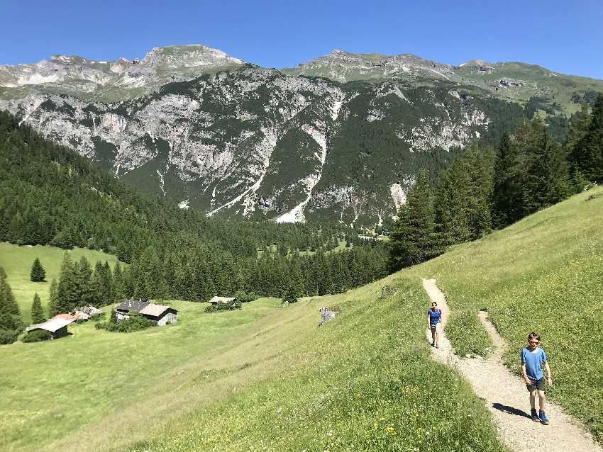 Obernberg wandern - der Wiesenweg zum Obernberger See
