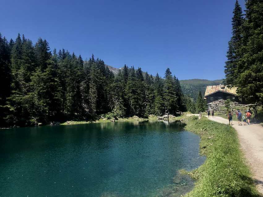 Am Obernberger See wandern mit Kindern und Kinderwagen