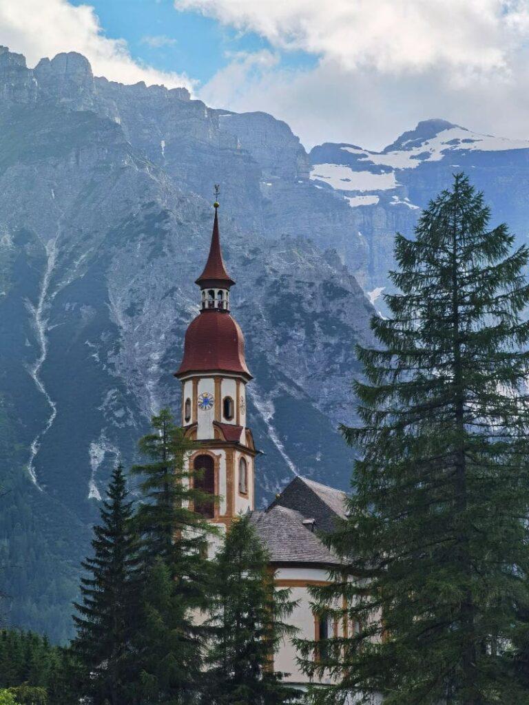 Die Nikolauskirche in Oberberg - eine der bekanntesten Kirchen in ganz Tirol