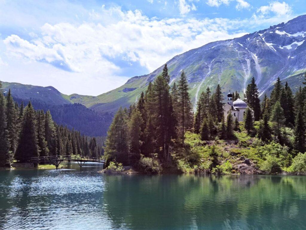 Schöner können die Alpen nicht sein - der Obernberger See mit der Seekapelle