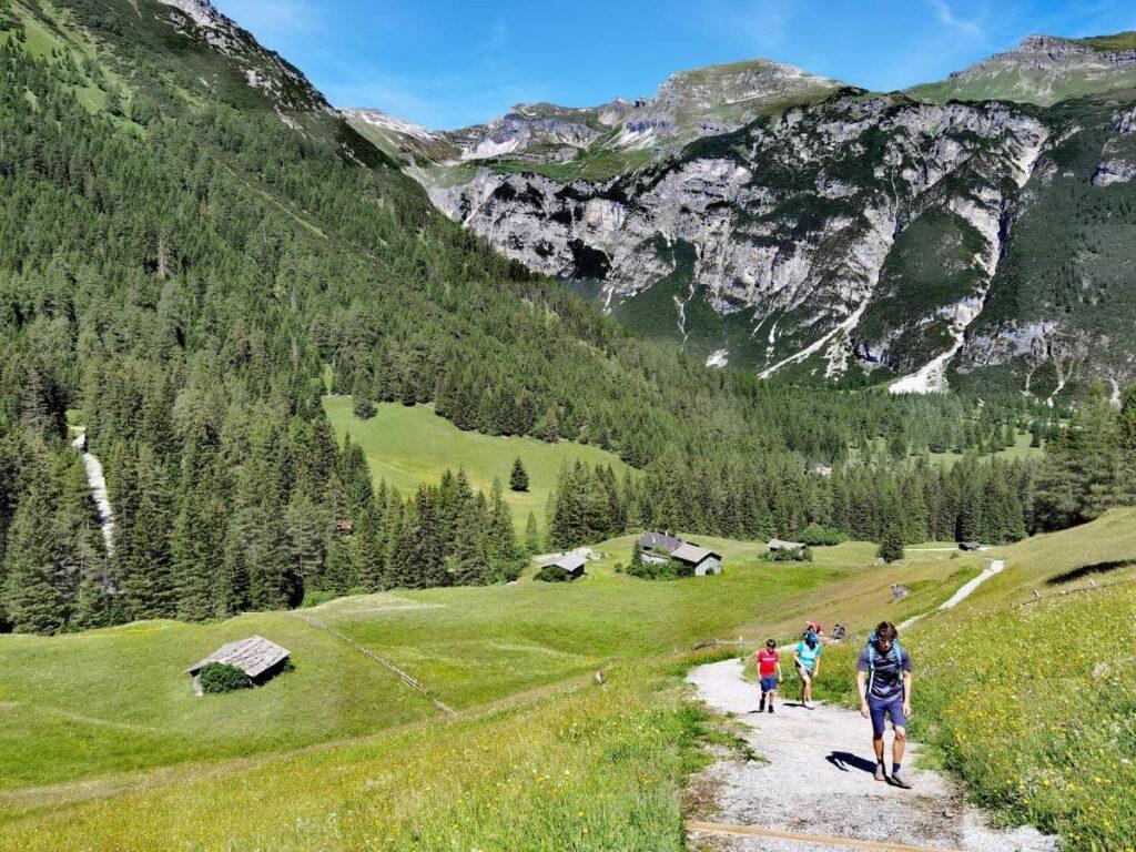 Die Obernberger See Wanderung - leichte Tour mitten in den Bergen